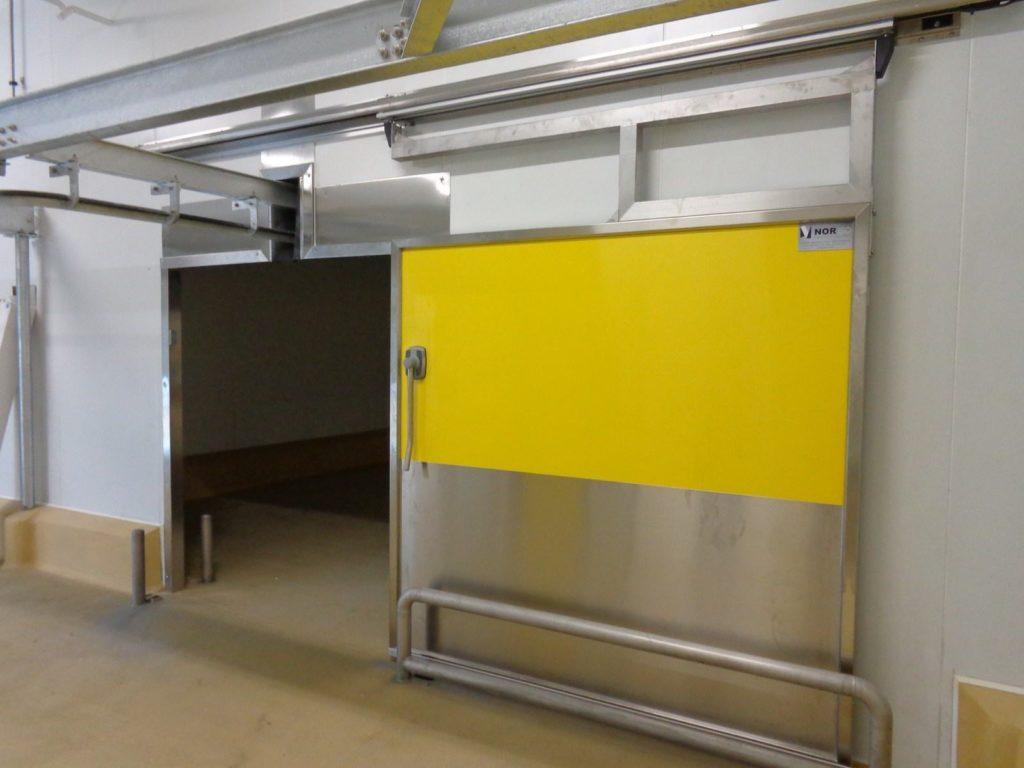 Porte Coulissante Isotherme avec passage de rail